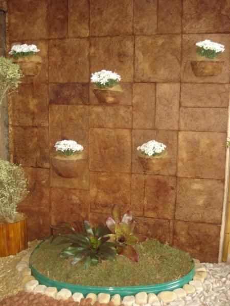 jardim vertical vasos meia lua:Ideal para decorar espaços pequenos os vasos meia lua são uma ótima